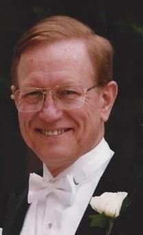 Dwight Henry Lindholm obituary photo