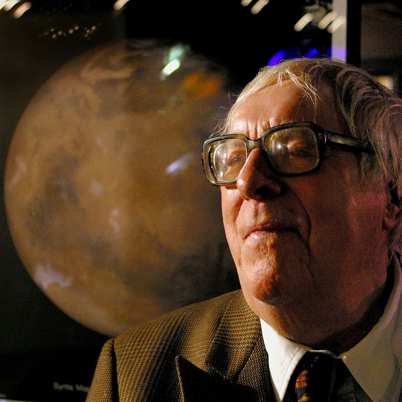 "an analysis of the present lessons in science fiction by ray bradbury This intro to science fiction lesson examines ""real or imaginary"" with the help of ray bradbury you may want to have them present their t-charts or decorate."
