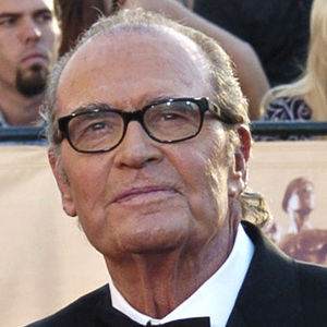 "In this Feb. 5, 2005 file photo, James Garner, arrives for the 11th annual Screen Actors Guild Awards in Los Angeles. Actor James Garner, wisecracking star of TV's ""Maverick"" who went on to a long career on both small and big screen, died Saturday July 19, 2014 according to Los angeles police. He was 86. (AP Photo/Chris Pizzello, File)"