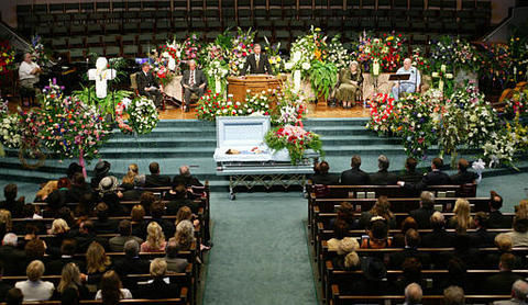 June Carter Cashs Funeral In Hendersonville Tenn 2003