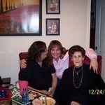 Aunt Susie, Curtney and Grandma :) Christimas 08