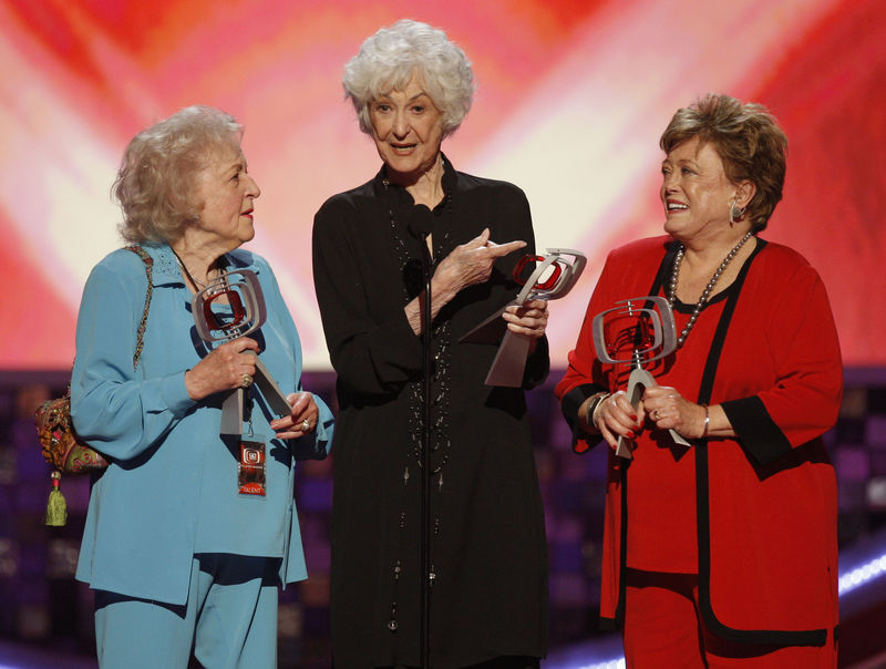 the cast of the golden girls accepts the pop culture award at the tv    Rue Mcclanahan Casket