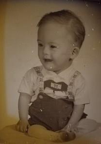 Richard H. Uhr obituary photo