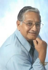 Roberto R. Flores obituary photo