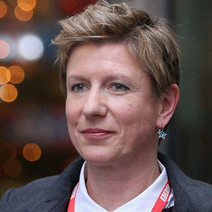 Liz MacKean, a British investigative journalist and former veteran television correspondent for the BBC, died Friday, Aug. 18, 2017, after having a stroke. She was 52.