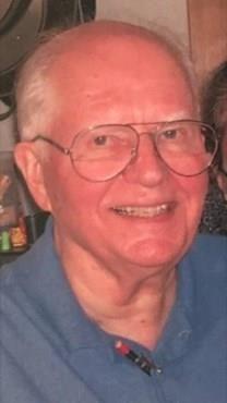 Robert M. Lucas obituary photo