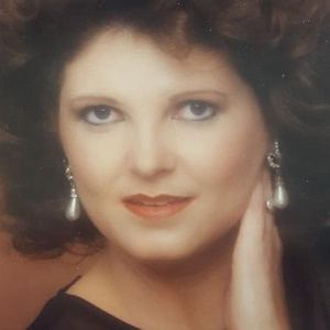 Ms Gay Lynn (Davis) Douglas Obituary Photo