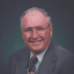 LeRoy W. Hoeschen Obituary Photo