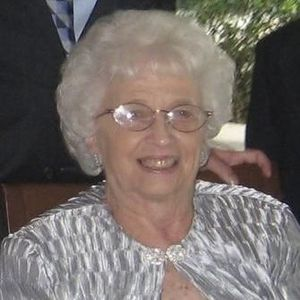 Elaine Mary Russell Obituary Photo
