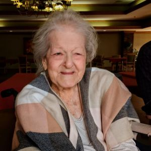 Elizabeth (Bette) Mae Standish