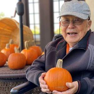 Yu-min  Chou Obituary Photo