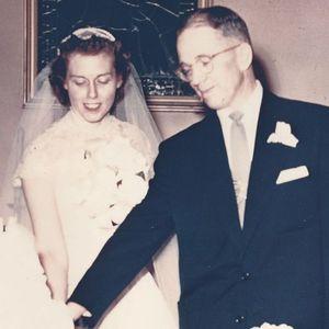 "Carolyn ""Lynn"" (Chappelear) Russell Obituary Photo"