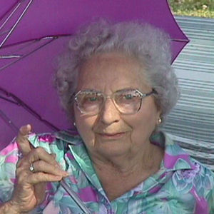 "Mrs. Miriam  L. (Byington) ""Mim"" Davis Obituary Photo"