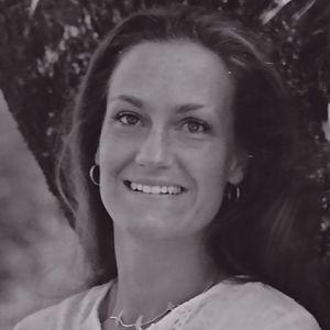 Simone Helen  Farquharson