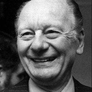 Sir John Gielgud Obituary Photo