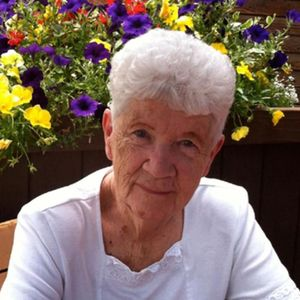 Eleanor Pearl Van Duinen (Looman, Wood) Obituary Photo