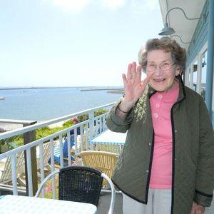 Esther Rau Young Obituary Photo